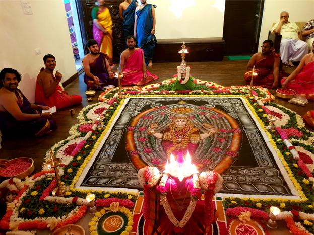 ವಿಶೇಷ ಪೂಜೆಗೆಂದು ಸಿಂಗಾರಗೊಂಡಿರುವ ನಟ ಸುದೀಪ್ ನಿವಾಸ