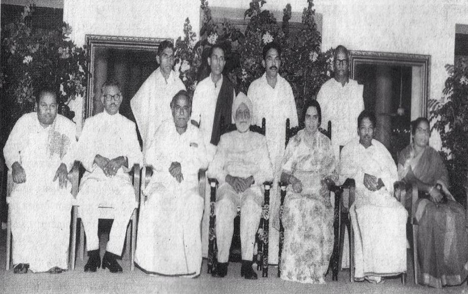 ತಮಿಳುನಾಡು ರಾಜ್ಯಪಾಲ ಸರ್ದರ್ ಉಜ್ಜಲ್ ಸಿಂಗ್ ರೊಂದಿಗೆ ಕರುಣಾನಿಧಿ ಮತ್ತಿತ್ತರ ನಾಯಕರು