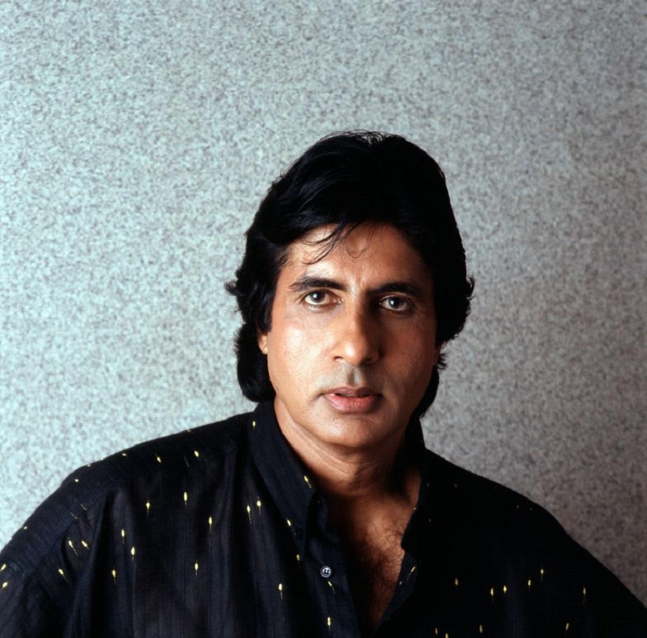 1988ರಲ್ಲಿ ಪೊಟೋವೊಂದಕ್ಕೆ ಪೋಸು ಕೊಟ್ಟಿರುವ ಬಾಲಿವುಡ್ ಬಿಗ್ಬಿ ಅಮಿತಾಭ್ ಬಚ್ಚನ್