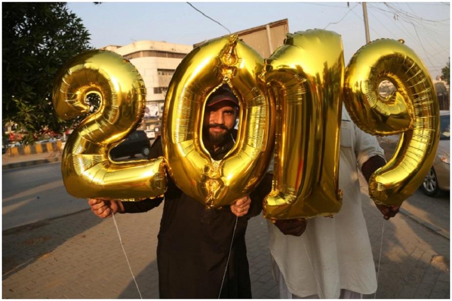 ಪಾಕಿಸ್ತಾನದ ಕರಾಚಿಯಲ್ಲಿ ಬಲೂನ್ ಹೊಸ ವರ್ಷದ ಸಂಭ್ರಮಚಾರಣೆ