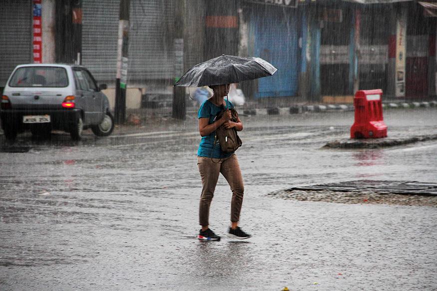 ಜೂನ್ 8 ಅಥವಾ ಇನ್ನು ಒಂದು ವಾರ ತಡವಾಗಿ ದೇವರ ನಾಡಿಗೆ ಮಳೆಗಾಲ ಕಾಲಿಡಲಿದೆ ಎಂದು ಬುಧವಾರ ಭಾರತೀಯ ಹವಾಮಾನ ಇಲಾಖೆ ತಿಳಿಸಿದೆ,
