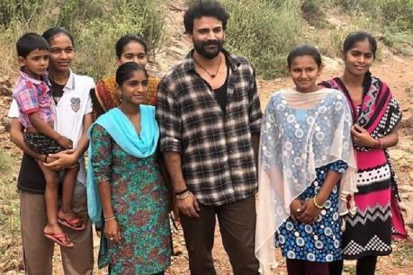 'ಭೈರವ ಗೀತಾ'ದಲ್ಲಿ ಡಾಲಿ ಮಾಸ್ಲುಕ್ : ಚಿತ್ರೀಕರಣದ ಸೆಟ್ನಿಂದ ಹೊರಬಿತ್ತು ಈ ಫೋಟೋ!