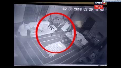 (VIDEO)ಕಳ್ಳತನ ಮಾಡಲು ಬಂದು ಯುವತಿಯಿಂದ ಒದೆ ತಿಂದ ಕಳ್ಳರು!